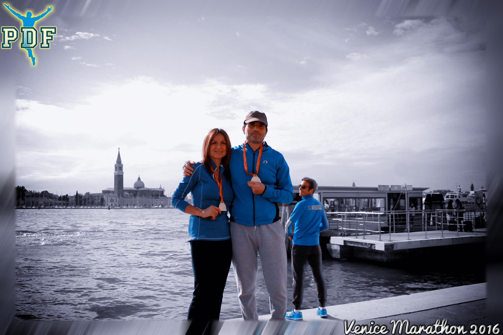 Bellissima foto ricordo dei due Pidieffini che hanno corso la Venice Marathon... Ma sullo sfondo :-O